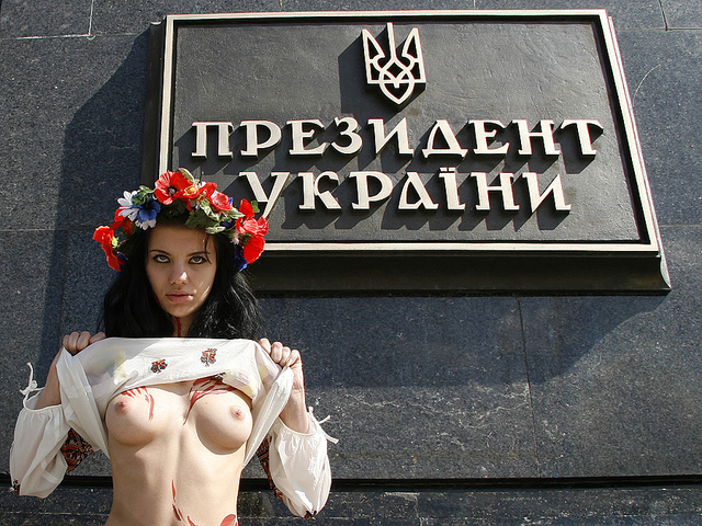 Catch the spirit: Ukraine's topless protests-CNN (2/4)
